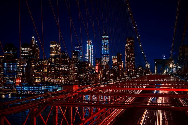 A view of the Brooklyn Bridge at night.