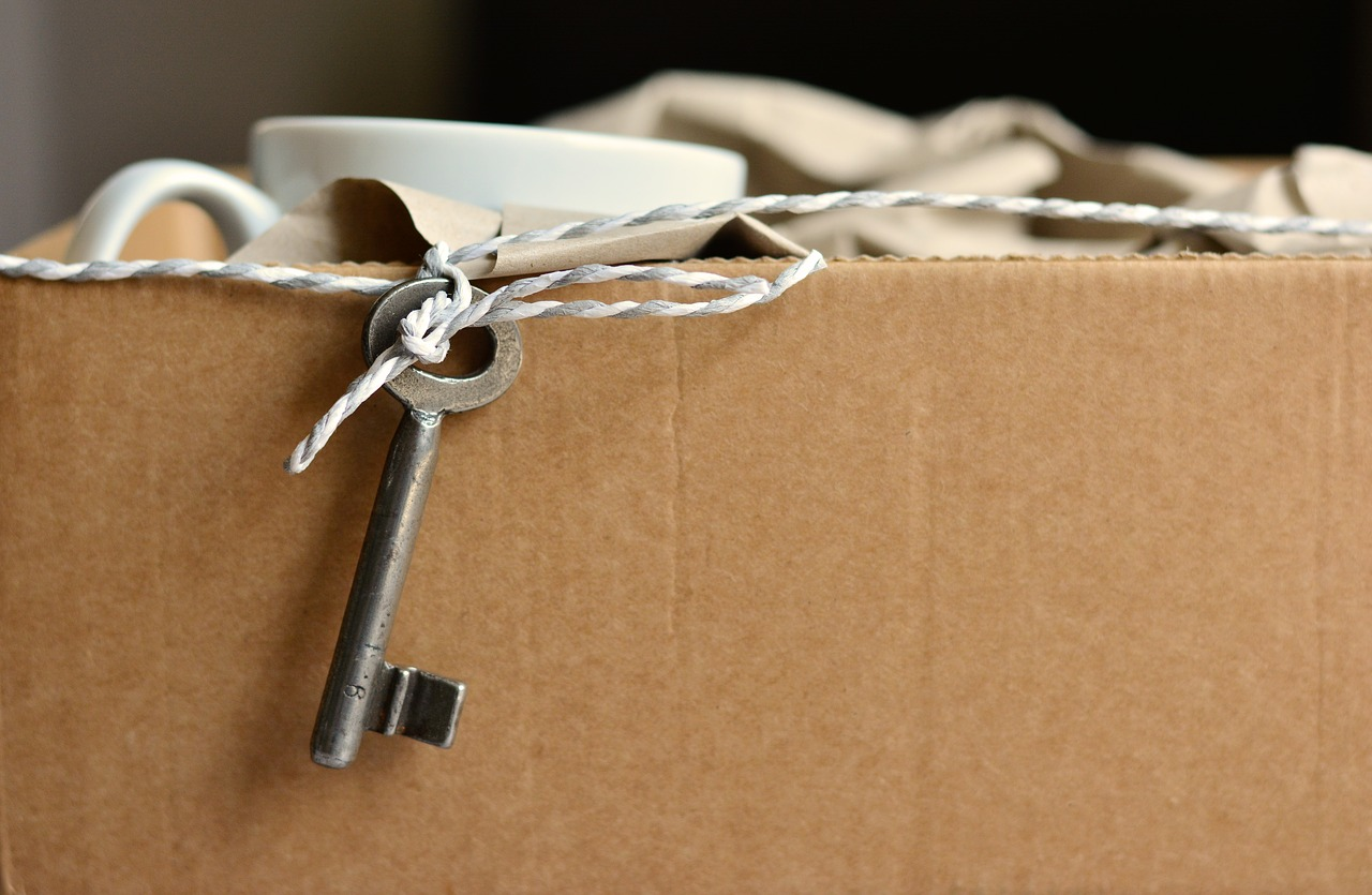Key hanging from the moving box - hire professional packer to survive a short notice move.