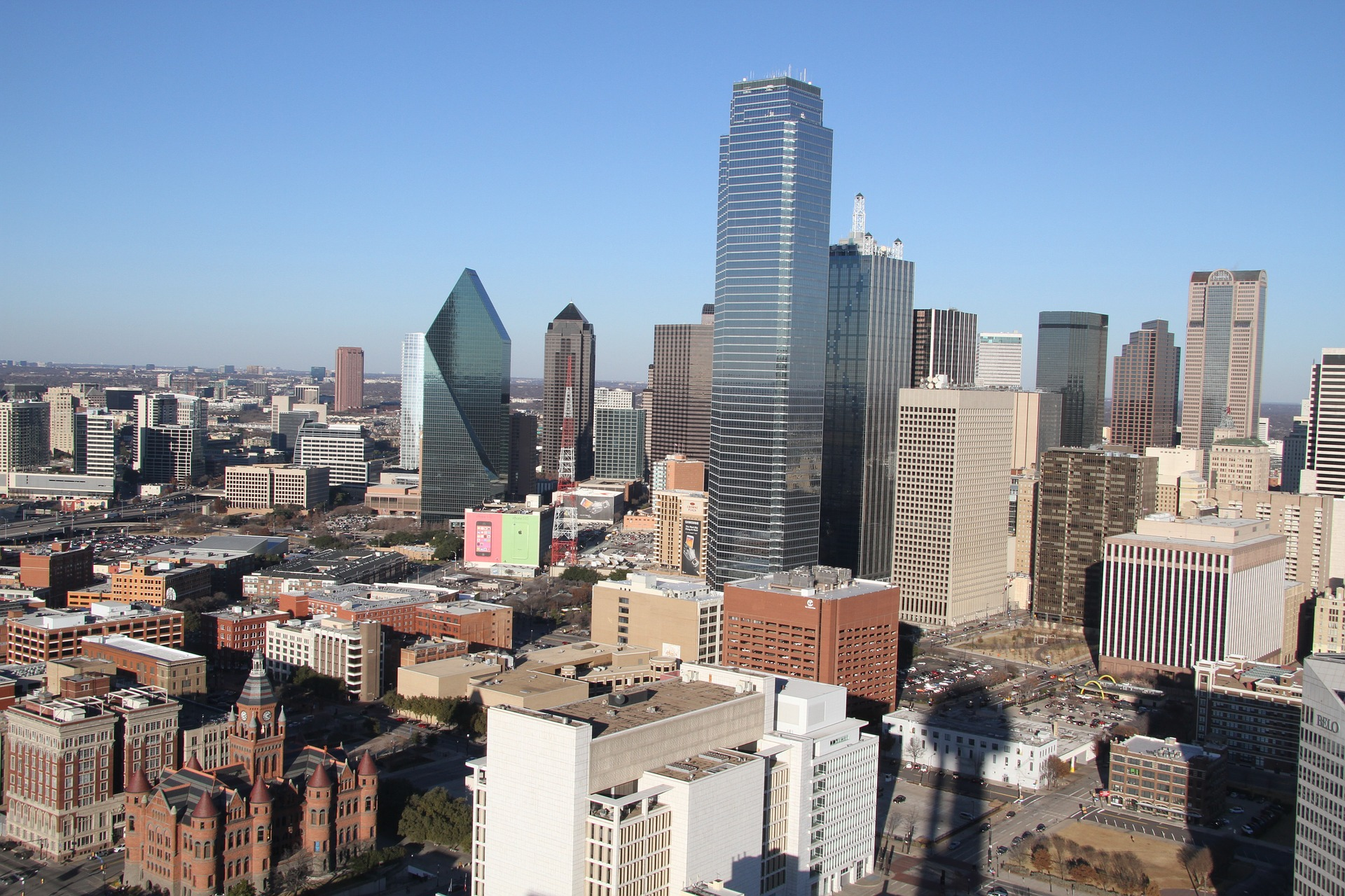 a Dallas skyline representing a part of Dallas Fort Worth housing market