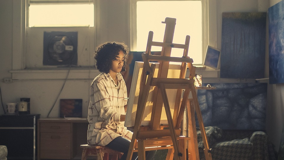 A girl painting on canvas.